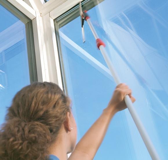 Мытье окон с помощью стяжки