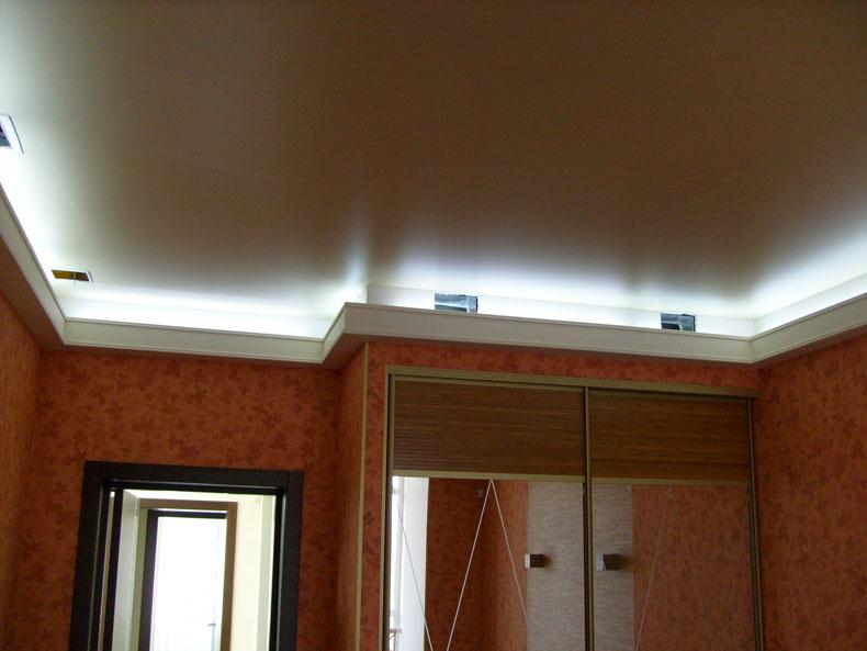 Люминесцентные лампы на гипсокартонном потолке