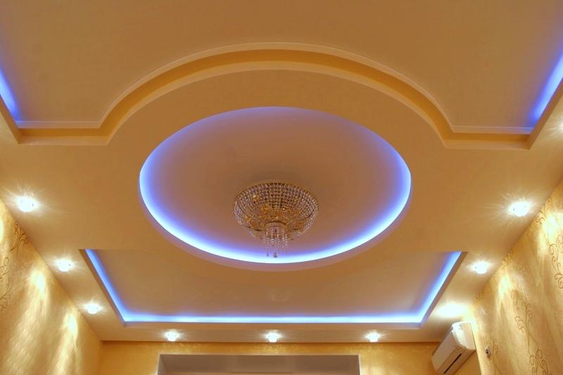 Неоновые лампы на гипсокартонном потолке