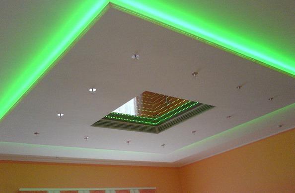 Светодиодная лента на гипсокартонном потолке