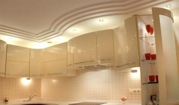 Потолок из гипсокартона на кухне в матовом тоне