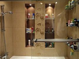 Освещение полок в ванной комнате