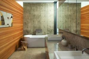 Вагонка и деревянные панели в ванной