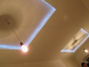 Дюралайт на гипсокартонном потолке