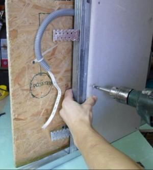 Крепление гипсокартона к каркасу саморезами шагами 20-30 см
